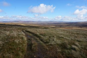 Helm Wind Walk at Dunfell Hush, Great Dun Fell (Ian S) / CC BY-SA 2.0